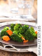 Купить «Steamed broccoli on plate.», фото № 27837635, снято 14 декабря 2018 г. (c) PantherMedia / Фотобанк Лори