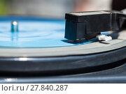 Купить «headshell with stylus on blue flexi disc», фото № 27840287, снято 20 октября 2019 г. (c) PantherMedia / Фотобанк Лори