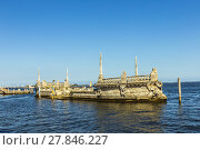 Купить «Stone breakwater barge at the Vizcaya Museum and Gardens on Biscayne Bay», фото № 27846227, снято 19 ноября 2018 г. (c) PantherMedia / Фотобанк Лори