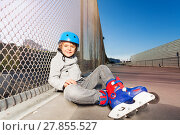 Купить «Inline skater sitting on the floor of skate park», фото № 27855527, снято 14 октября 2017 г. (c) Сергей Новиков / Фотобанк Лори