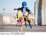 Купить «Young inline skater practicing forward slalom», фото № 27855647, снято 14 октября 2017 г. (c) Сергей Новиков / Фотобанк Лори