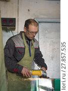 Купить «The male worker grinding the steel mechanism on industry», фото № 27857535, снято 12 февраля 2018 г. (c) Константин Шишкин / Фотобанк Лори