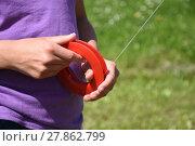 Купить «holding kite string,steer,roll,string,rope,leash,dragon,hold», фото № 27862799, снято 19 октября 2019 г. (c) PantherMedia / Фотобанк Лори