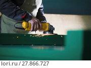 Купить «The worker grinding the steel mechanism on industry», фото № 27866727, снято 12 февраля 2018 г. (c) Константин Шишкин / Фотобанк Лори