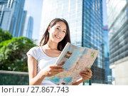 Купить «Woman finding the location on city map in Hong Kong», фото № 27867743, снято 19 февраля 2018 г. (c) PantherMedia / Фотобанк Лори