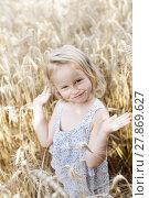Купить «girls in cornfield», фото № 27869627, снято 20 октября 2018 г. (c) PantherMedia / Фотобанк Лори