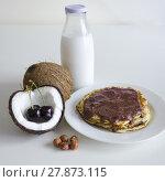Купить «Cherry coconut pancakes», фото № 27873115, снято 17 октября 2018 г. (c) PantherMedia / Фотобанк Лори