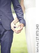 Купить «wedding - bride and fiance showing heart shape with hands», фото № 27873243, снято 28 мая 2018 г. (c) PantherMedia / Фотобанк Лори