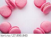 Купить «The diagonal arrangement of pink macaroon», фото № 27890843, снято 24 октября 2019 г. (c) PantherMedia / Фотобанк Лори
