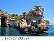 Купить «rocks on the coast of menorca», фото № 27893527, снято 27 мая 2019 г. (c) PantherMedia / Фотобанк Лори