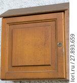 Купить «einfacher Briefkasten aus Holz», фото № 27893659, снято 23 мая 2019 г. (c) PantherMedia / Фотобанк Лори