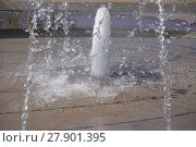 Купить «Splashes of a fountain in the park», фото № 27901395, снято 23 февраля 2019 г. (c) PantherMedia / Фотобанк Лори