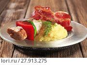 Купить «Chicken shish kebab and mashed potato», фото № 27913275, снято 23 февраля 2018 г. (c) PantherMedia / Фотобанк Лори