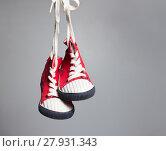 Купить «Sport baby shoes hanging on the rope», фото № 27931343, снято 24 марта 2019 г. (c) PantherMedia / Фотобанк Лори