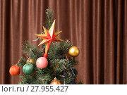Купить «Christmas toys and ornaments on the Christmas tree», фото № 27955427, снято 17 июня 2019 г. (c) PantherMedia / Фотобанк Лори