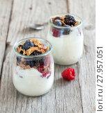 Купить «Healthy breakfast with Fresh greek yogurt, flakes  and berries», фото № 27957051, снято 25 февраля 2018 г. (c) PantherMedia / Фотобанк Лори
