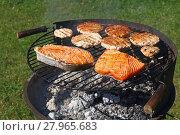 Купить «Chicken or turkey burgers and salmon fish on grill», фото № 27965683, снято 17 июля 2019 г. (c) PantherMedia / Фотобанк Лори