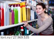 Купить «Teenage girl is searching for hair care products», фото № 27969535, снято 21 февраля 2017 г. (c) Яков Филимонов / Фотобанк Лори