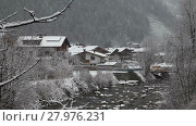 Купить «Cityscape of mounting skiing resort Mayrhofen with ski lifts in the background. Austria», видеоролик № 27976231, снято 10 марта 2015 г. (c) Алексей Кузнецов / Фотобанк Лори
