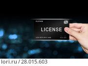 Купить «hand picking license platinum card», фото № 28015603, снято 22 июня 2018 г. (c) PantherMedia / Фотобанк Лори
