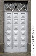 Купить «wooden door with 18 same pyramidal elements», фото № 28016955, снято 17 октября 2018 г. (c) PantherMedia / Фотобанк Лори