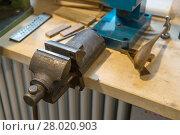 Купить «Workbench of a ringmaker with vice and tools», фото № 28020903, снято 23 июля 2019 г. (c) PantherMedia / Фотобанк Лори