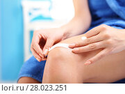 Купить «plaster of dressing. the injured knee.», фото № 28023251, снято 27 мая 2019 г. (c) PantherMedia / Фотобанк Лори