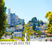 Купить «Crooked Lombard Street Telephoto San Francisco», фото № 28033783, снято 19 июля 2018 г. (c) PantherMedia / Фотобанк Лори