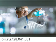 Купить «Senior male researcher carrying out scientific research in a lab», фото № 28041331, снято 21 сентября 2018 г. (c) PantherMedia / Фотобанк Лори