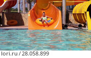 Купить «Children have fun with their grandpa in water park», видеоролик № 28058899, снято 8 июня 2014 г. (c) Алексей Кузнецов / Фотобанк Лори