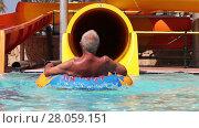 Купить «Senior Have Fun On Water Slide in water park», видеоролик № 28059151, снято 16 июня 2014 г. (c) Алексей Кузнецов / Фотобанк Лори