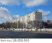 Купить «Девятиэтажный семиподъездный панельный жилой дом серии II-57, построен в 1970 году. Щёлковское шоссе, 87, корпус 1. Район Гольяново. Москва», эксклюзивное фото № 28059503, снято 21 февраля 2018 г. (c) lana1501 / Фотобанк Лори