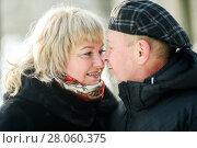 Купить «Счастливая семья. Влюблённые мужчина и женщина среднего возраста стоят и смотрят друг на друга зимой на прогулке», эксклюзивное фото № 28060375, снято 23 января 2018 г. (c) Игорь Низов / Фотобанк Лори