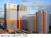 Купить «Строительство нового жилого комплекса и новостройки в Химках», фото № 28071703, снято 22 октября 2017 г. (c) Александр Замараев / Фотобанк Лори