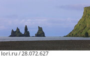 Купить «The basalt sea stacks Reynisdrangar situated under the mountain Reynisfjall near the village of Vik, southern Iceland», видеоролик № 28072627, снято 19 октября 2017 г. (c) Алексей Кузнецов / Фотобанк Лори