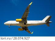 Купить «Vueling Airlines plane landing», фото № 28074927, снято 9 марта 2017 г. (c) Яков Филимонов / Фотобанк Лори