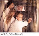 Купить «Family is helping dad and girl get out of the locked door», фото № 28085523, снято 3 августа 2017 г. (c) Яков Филимонов / Фотобанк Лори