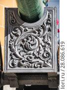 Купить «Орудийный лафет старинной пушки с барельефом в Московском Кремле», фото № 28086619, снято 26 сентября 2015 г. (c) Алёшина Оксана / Фотобанк Лори