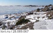 Купить «Панорама Финского залива морозным февральским днем. Окрестности Ханко, Финляндия», видеоролик № 28089067, снято 24 февраля 2018 г. (c) Виктор Карасев / Фотобанк Лори