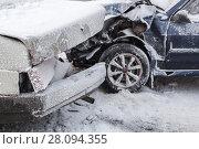 Купить «Car crash accident on winter snowy road», фото № 28094355, снято 22 февраля 2018 г. (c) EugeneSergeev / Фотобанк Лори