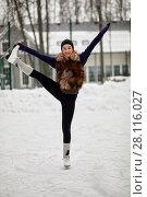 Купить «Teenage girl does vertical split during she skates at ice rink on winter day», фото № 28116027, снято 4 февраля 2017 г. (c) Losevsky Pavel / Фотобанк Лори