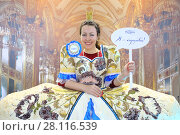 Купить «MOSCOW - DEC 4, 2016: Happy woman (with model release) poses in dress with cereals decoration at exhibition Foodshow in Sokolniki, text - i am queen, Mistral», фото № 28116539, снято 4 декабря 2016 г. (c) Losevsky Pavel / Фотобанк Лори
