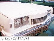 Купить «Hood and headlights of beautiful white retro car on Exhibition», фото № 28117371, снято 7 марта 2016 г. (c) Losevsky Pavel / Фотобанк Лори