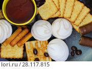 Купить «Еда, десерт, чаепитие. Разные кондитерские изделия на тарелке: зефир, крекер, печенье, вафли и шоколадные конфеты», фото № 28117815, снято 18 февраля 2018 г. (c) Светлана Евграфова / Фотобанк Лори