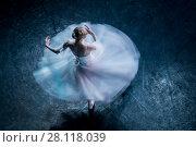 Прима-балерина танцует партию Жизель в балете на сцене театра. Стоковое фото, фотограф Николай Винокуров / Фотобанк Лори