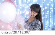 Купить «Smiling woman with balloons», видеоролик № 28118307, снято 26 февраля 2018 г. (c) Илья Шаматура / Фотобанк Лори