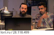 Купить «creative team with computer working late at office», видеоролик № 28118499, снято 29 января 2018 г. (c) Syda Productions / Фотобанк Лори