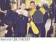 Купить «woman and man with diving equipment», фото № 28118531, снято 25 января 2018 г. (c) Яков Филимонов / Фотобанк Лори