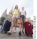 Купить «female tourists exploring old european city with baggage», фото № 28118927, снято 29 мая 2017 г. (c) Яков Филимонов / Фотобанк Лори