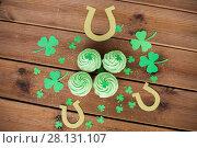 Купить «green cupcakes, horseshoes and shamrock», фото № 28131107, снято 31 января 2018 г. (c) Syda Productions / Фотобанк Лори